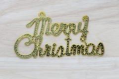 Texte d'or de Joyeux Noël sur le fond en bois Photos libres de droits
