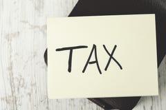Texte d'impôts sur le papier photographie stock