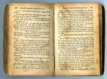 Texte dans un vieux livre Images libres de droits