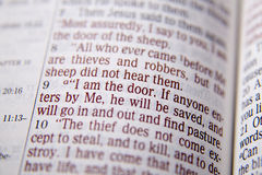 Texte de bible - JE SUIS LA PORTE - 10:9 de John image stock