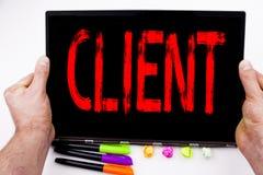 Texte de client écrit sur le comprimé, ordinateur dans le bureau avec le marqueur, stylo, papeterie Concept d'affaires pour des a Photographie stock