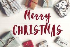 Texte de Joyeux Noël, signe saisonnier de carte de voeux Configuration plate Wr Photos stock