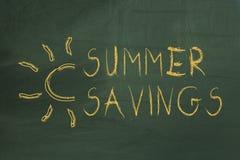 Texte de l'épargne d'été sur le tableau vert Images stock