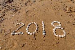 Texte de la nouvelle année 2018 sur le sable Photos stock
