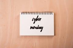 Texte de lundi de Cyber écrit sur la page Photo libre de droits