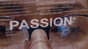 Texte de passion sur le programmateur de logiciel femelle banque de vidéos