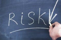 Texte de risque sur le tableau image stock
