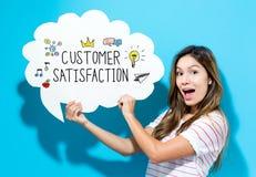 Texte de satisfaction du client avec la jeune femme tenant une bulle de la parole photo stock
