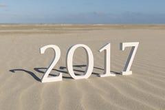 Texte deux mille dix-sept sur une plage Images libres de droits