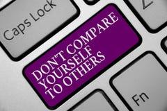 Texte Don t d'écriture de Word ne pas se comparer à d'autres Le concept d'affaires pour soit votre propre clavier original unique photo libre de droits