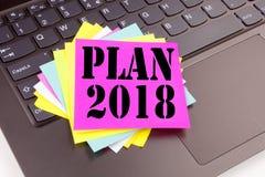 Texte du plan 2018 d'écriture fait dans le plan rapproché de bureau sur le clavier d'ordinateur portable Concept d'affaires pour  Photo libre de droits