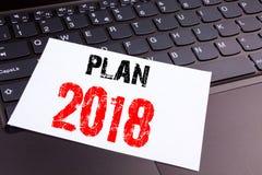 Texte du plan 2018 d'écriture fait dans le plan rapproché de bureau sur le clavier d'ordinateur portable Concept d'affaires pour  Photographie stock libre de droits
