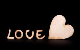 Texte en bois d'amour et rose de blanc d'isolement sur le noir Photos libres de droits