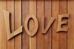 Texte en bois d'AMOUR sur le mur en bois Images stock