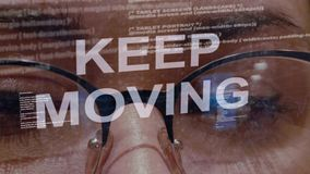 Texte en mouvement Keep sur le fond du promoteur femelle clips vidéos