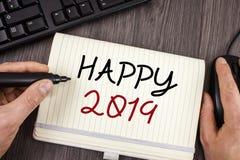 Texte 2019 heureux d'écriture de Word Le concept d'affaires pour la célébration de nouvelle année encourage le message de motivat Images libres de droits