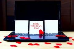 Texte heureux de jour du ` s de Valentine écrit sur les autocollants blancs Photo stock