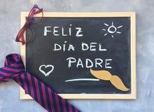 Texte heureux de jour du ` s de père dans l'Espagnol Composition en jour de pères Photographie stock