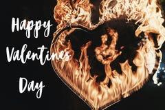 Texte heureux de jour du ` s de valentine, carte de voeux feu d'artifice o de coeur du feu Photographie stock libre de droits