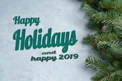 Texte heureux de vacances écrit sur le fond de Noël images stock