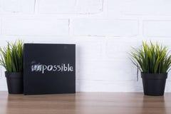 Texte impossible, pas posible sur le tableau noir Image stock