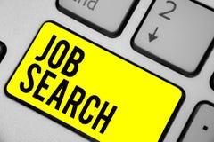 Texte Job Search d'écriture de Word Concept d'affaires pour un acte de la personne pour trouver le travail adapté à sa clé intern illustration de vecteur