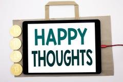 Texte manuscrit montrant des pensées heureuses Écriture de concept d'affaires pour le bonheur pensant bon écrit sur le panier et  Photographie stock libre de droits