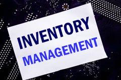 Texte manuscrit montrant la gestion des stocks Concept d'affaires pour l'approvisionnement courant écrit sur la note collante, ba photos libres de droits