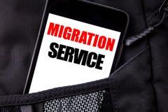 Texte manuscrit montrant le service de migration Écriture de concept d'affaires pour le téléphone portable de téléphone écrit par photo libre de droits