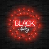 Texte noir de vendredi avec les lumières rouges lumineuses sur le mur de briques, vec illustration de vecteur