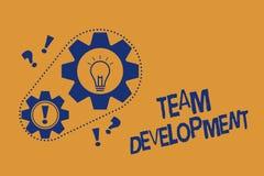 Texte Team Development d'écriture de Word Le concept d'affaires pour apprennent pourquoi et comment les petits groupes changent a illustration libre de droits