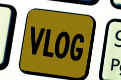 Texte Vlog d'écriture de Word Concept d'affaires pour le blog qui contient la plate-forme sociale courte de médias de matériel vi images libres de droits