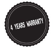 Texte 4-YEARS-WARRANTY, sur le timbre noir d'autocollant Photographie stock libre de droits