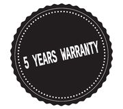 Texte 5-YEARS-WARRANTY, sur le timbre noir d'autocollant Photographie stock libre de droits