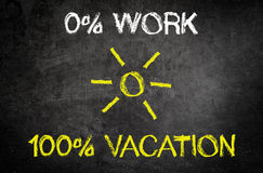 Textes conceptuels de travail et de vacances sur le tableau Photos stock