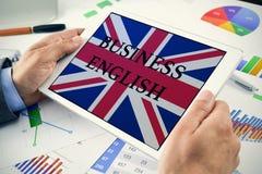 Textgeschäft Englisch in einem Tablet-Computer stockfoto
