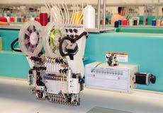 Textiel: De industriële Machine van het Borduurwerk Stock Fotografie
