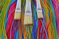 Textiel verfborstels stock afbeeldingen