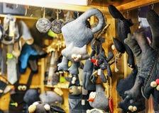 Textiel zwart kattenspeelgoed bij Kerstmismarkt van Riga Royalty-vrije Stock Afbeelding