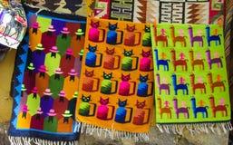 Textil i peruansk marknad arkivbilder