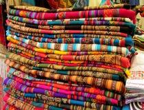 Textil traditionnel coloré quechua de souvenir Photo libre de droits