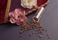 Textilblomma med pärlor Arkivfoto