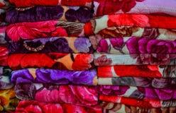 Textile color? ? vendre au march? en plein air image stock
