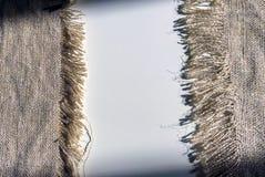 Textile rugueux sur un fond blanc avec des ombres Photo libre de droits