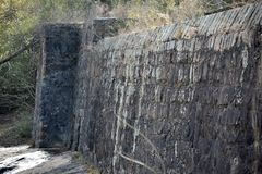 Textilen maler fördämningen fördärvar på den Enoree floden Arkivbild