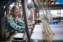 Textilen maler, Myanmar Arkivfoton