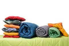 Textiles, oreillers, couvertures sur le matelas Photo stock