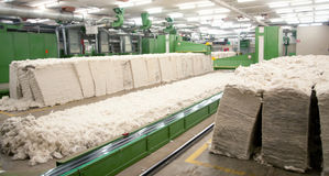 Textilindustrie - kardierende Abteilung Lizenzfreies Stockbild