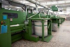 Textilindustrie - kardierende Abteilung Stockbild