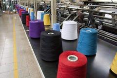 Textilproduktion - väva royaltyfria foton